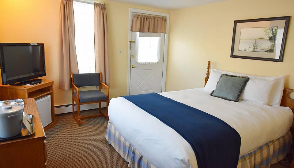 Single Queen Bed Guestrooms