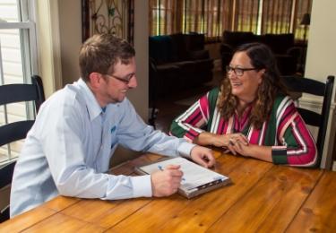 pa pest control technician explaining home pest control plan