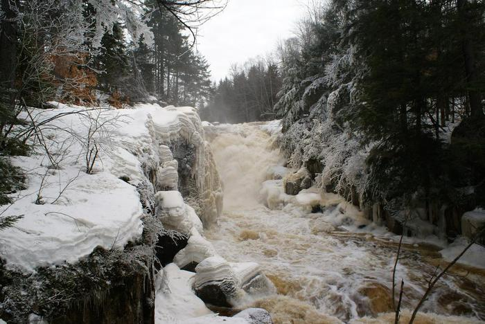 Rainbow falls in winter is always a thrill (Credit: Wm Hill/Hiking the trail to yesterday)
