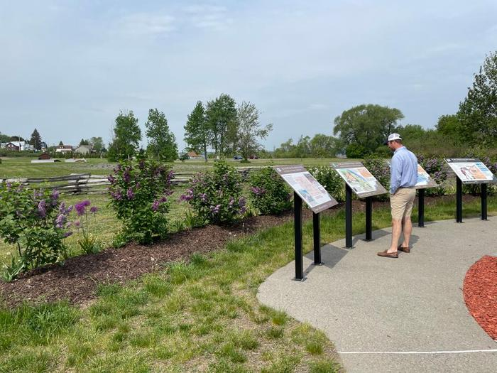 Interpretive signs along the trail explain history, geology and more (Credit: B. Rouse)