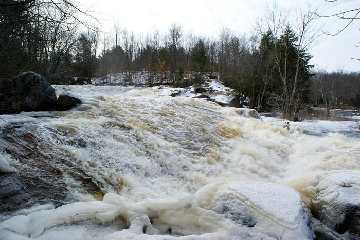 Lower Sinclair falls in winter (Credit: Wm Hill/Hiking the trail to yesterday)