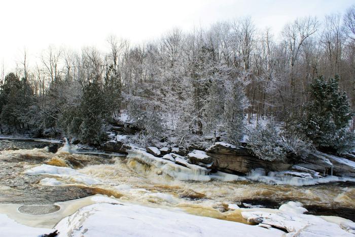 Hart's Falls in winter (Credit: https://hikingthetrailtoyesterday.wordpress.com/)