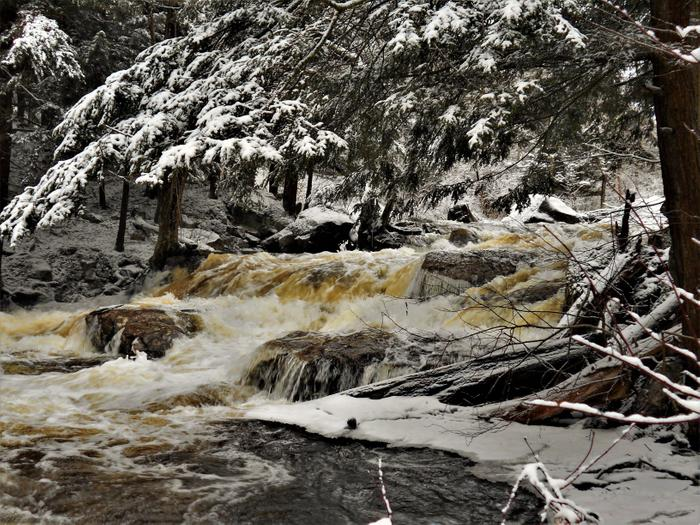 Plumb Brook Falls (Credit: https://hikingthetrailtoyesterday.wordpress.com/)