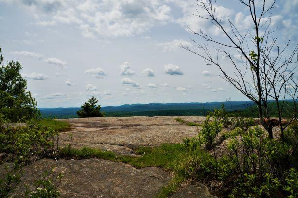summit views (Credit: Wm.Hill/Hiking the trail to Yesterday)