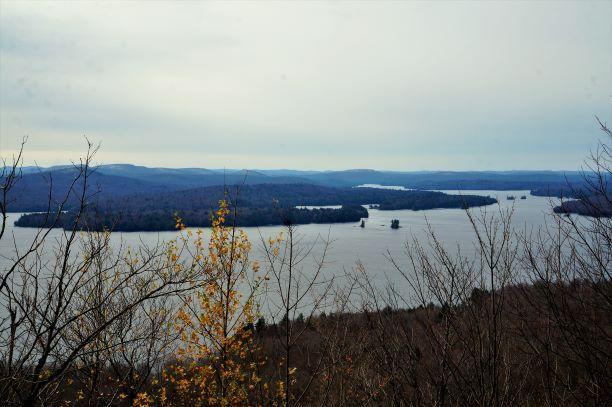 Overlook from Bear Mt (Credit: Wm Hill/Hiking the trail to Yesterday)