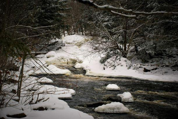 Harper falls in winter (Credit: Wm Hill/Hiking the trail to yesterday)