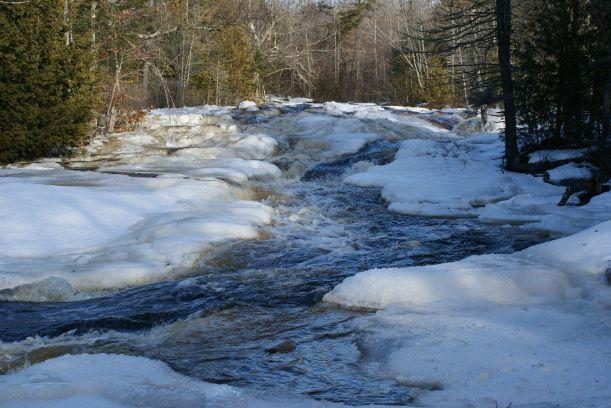 1st falls in winter (Credit: Wm.Hill/Hiking the trail to Yesterday)